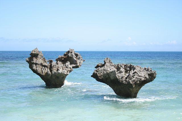 キュートなハートロックに胸きゅん♡古宇利島の「ティーヌ浜」