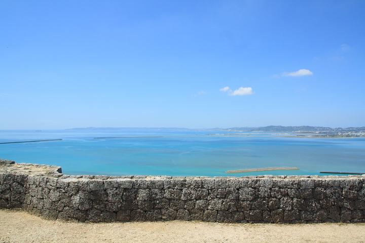 うるま市にある勝連城跡からは絶景が見られます