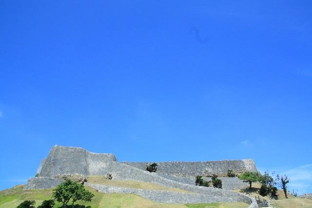 歴史を感じる絶景スポット。肝高(きむたか)の城、うるま市にある勝連城跡(かつれんじょうし)