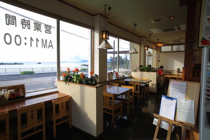 沖縄そば専門店「なかむらそば」の店内