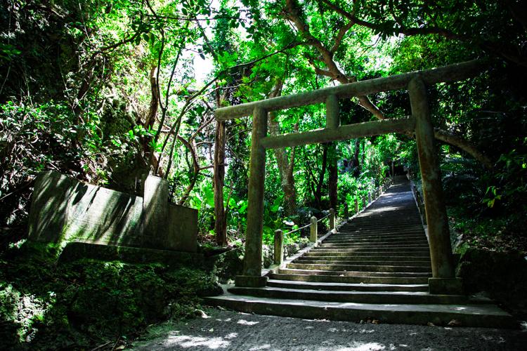 神々の住む島、浜比嘉島のシルミチュー霊場