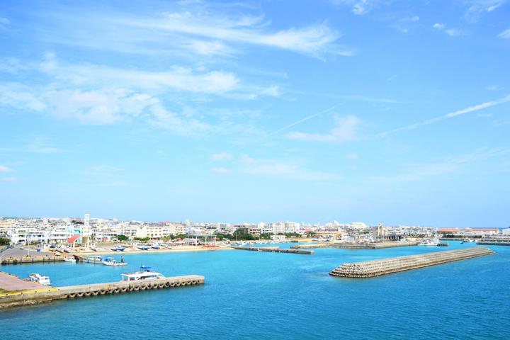石垣港が一望できます