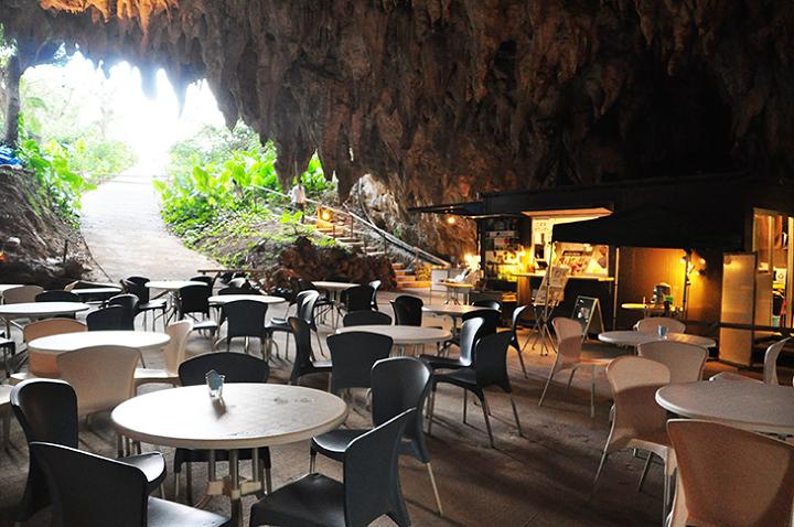 沖縄の海、森、大地、そして空を感じるカフェ