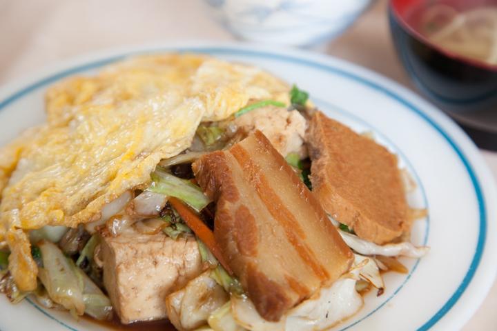 沖縄では定番のおふくろの味!「定食」のおいしいお店