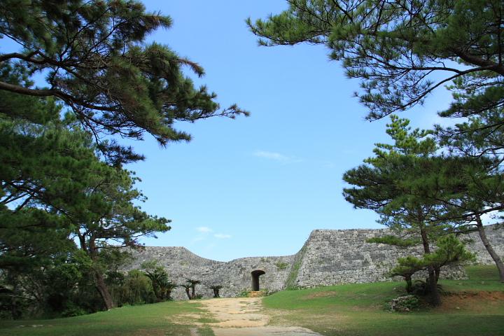 護佐丸の居城「座喜味城(ざきみじょう)」
