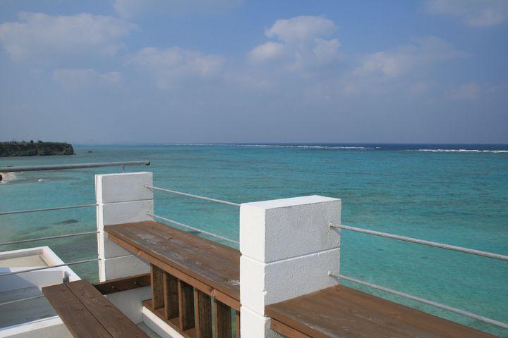屋上からみた海