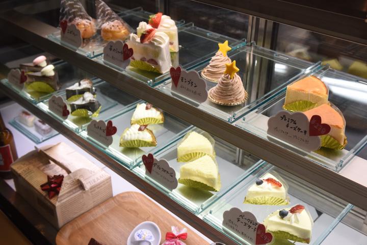 名護市の焼き菓子店『EBISU』(エビス) のケーキ