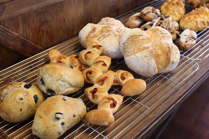 パンはお惣菜系からハード系まであり、種類は豊富