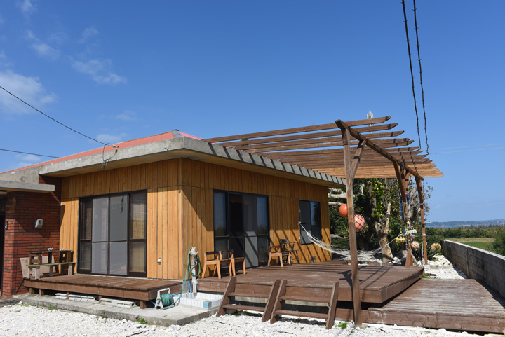 沖縄の民家をリフォームした民宿「OUCHI(おうち)」