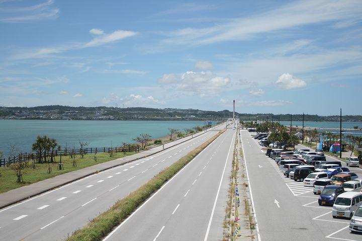 海中道路をドライブして離島へ