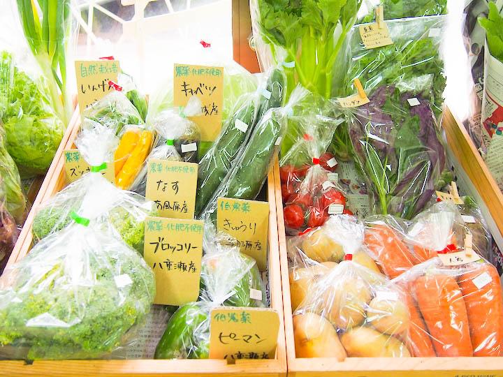 沖縄には栄養たっぷりな島やさいがあります。沖縄の美味しい野菜は「ハルラボ商店」にで手にはいります♪