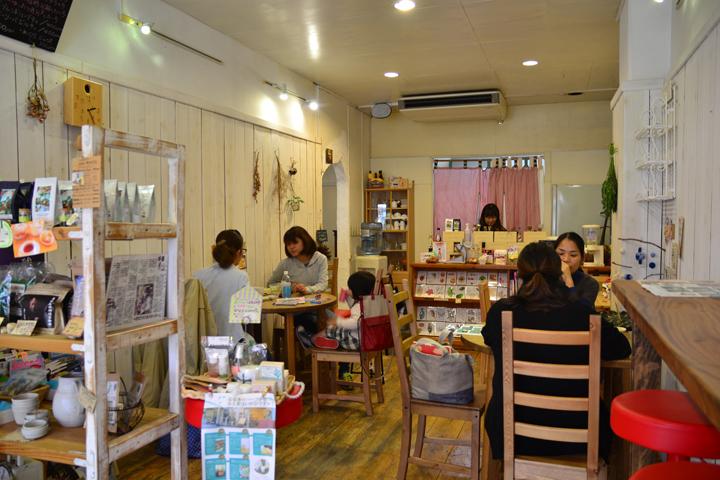 店内のカフェの写真