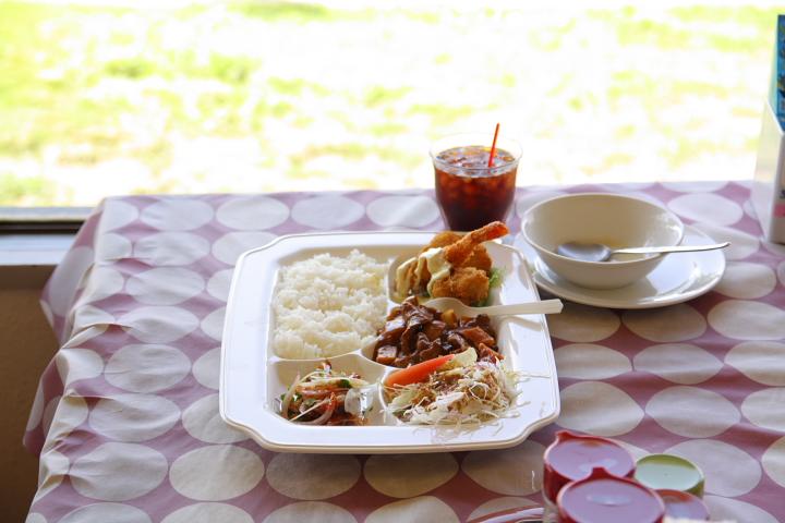 海のそばにある恩納村(おんなそん)の老舗レストラン「シーサイドドライブイン」 English 中文