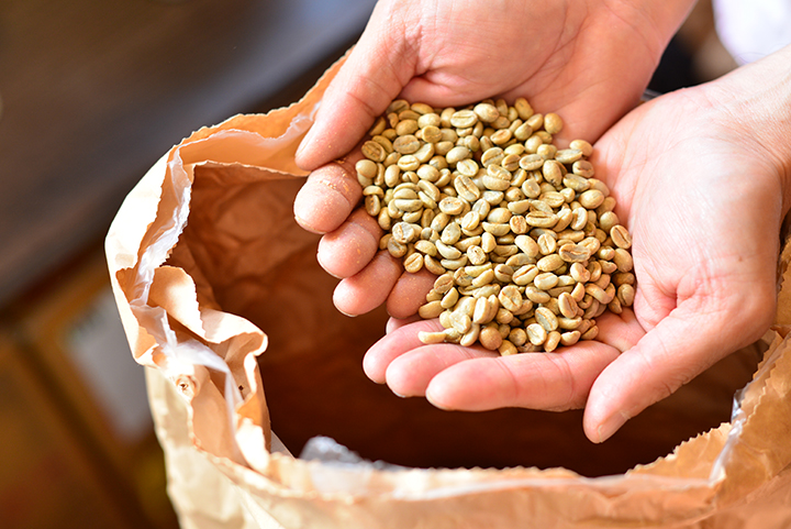 コーヒーが飲めて豆も購入できる沖縄のカフェ