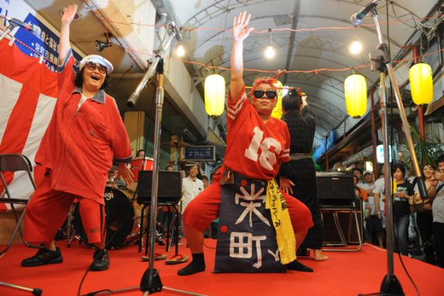 할머니 래퍼즈가 춤추며 노래를 부른다! 사카에마치 시장 야타이(포장마차) 축제