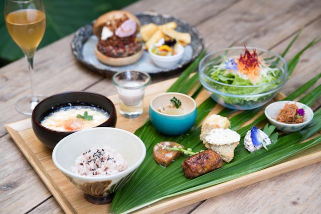 오키나와산 오곡과 섬 야채 요리점 우키시마 가든 (나하)