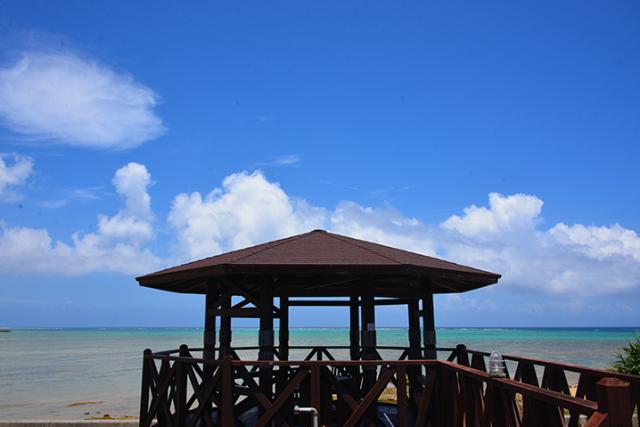 에메랄드 그린 반짝이는 동중국 해를 바라 볼 수 있는 장소. 해변의 CafeRestaurant& 숙소 카누탄