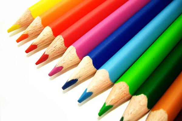 自分に似合う色は何色?3つのヒントでオフィスカジュアルを120%満喫!