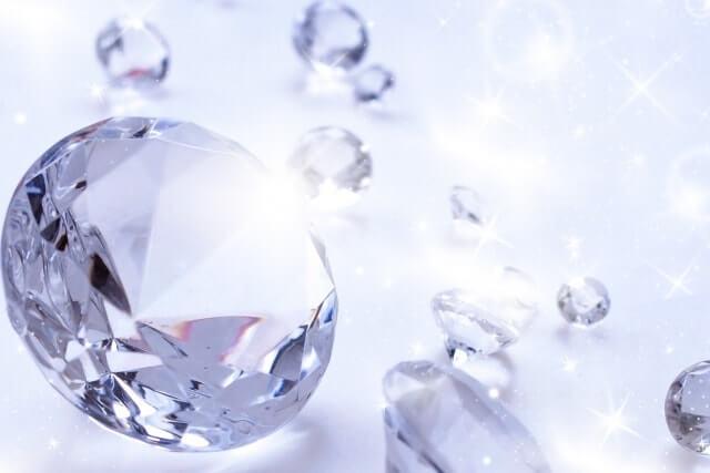 透明な色のイメージのダイヤモンド