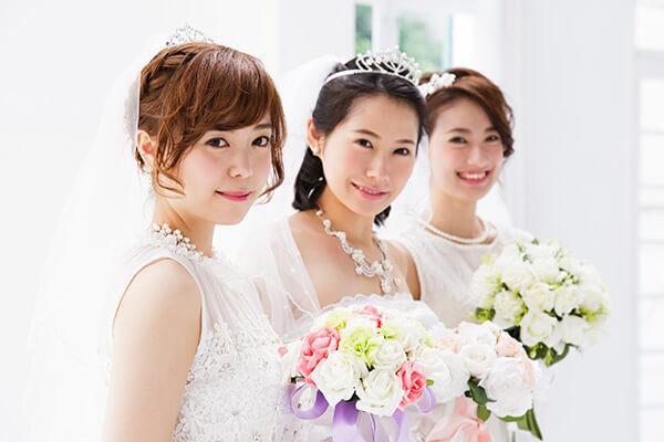 純白ドレスはヴィクトリア女王が起源? 結婚式で迷う服装マナーを解説