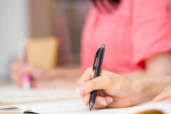 就職活動を控えた学生の方にもおすすめな資格「販売士3級」とは