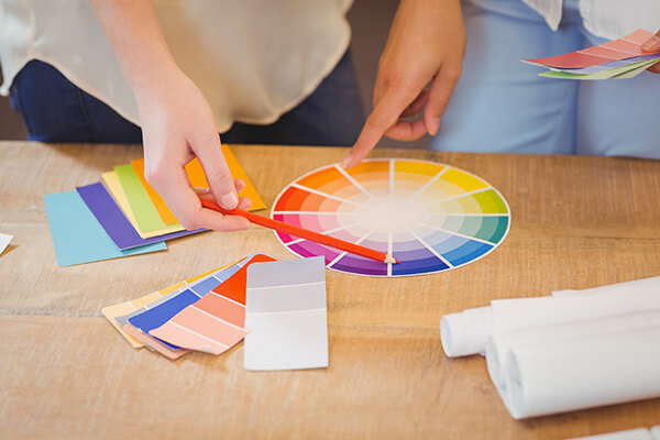 ビジネスシーンでの活用例「ビジネス文書を見やすく、分かりやすくする色使いのコツ」