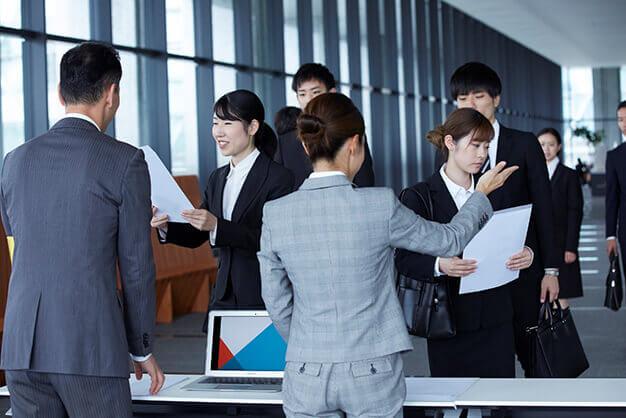 就活生が合同説明会に参加するメリットと、参加する際のポイント3つ