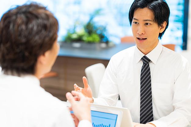コミュニケーション力を上げる「ミラーリング」とは?|ビジネスに使える心理学①