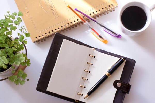 100人にアンケート!忙しくてもレベルUPしたい。仕事終わりにどんな勉強をする?