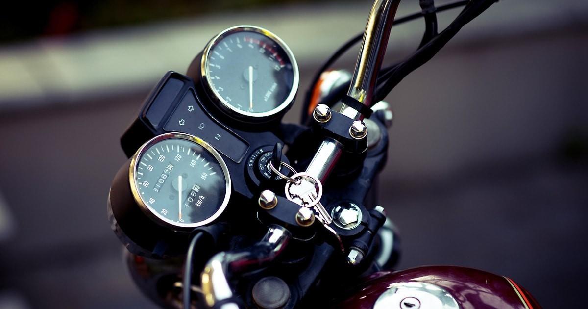 バイクのメータカバー交換に「透明ガラス」を使用した事例2選のお写真
