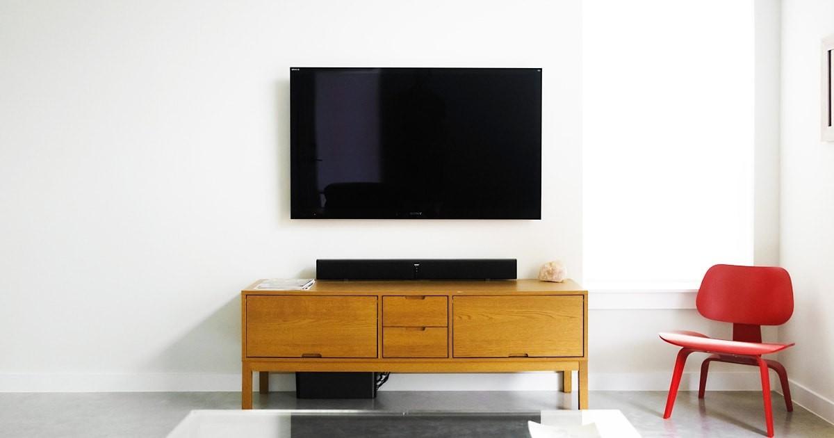 割れ替えやDIYに!テレビボードの扉に「透明ガラス」を使用した事例3選のお写真