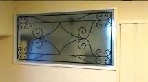明かり取り窓に使用したステンドグラスの「ラインアート OG515」-1
