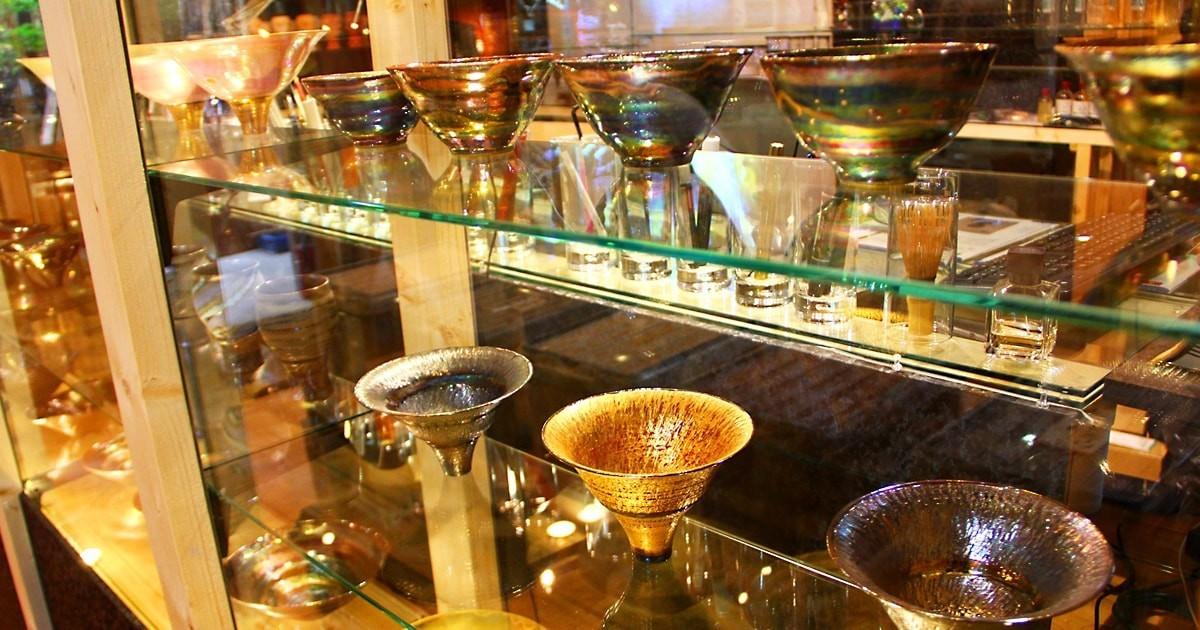 お客様事例 : 陶芸の工房のショーケースに「強化ガラス」を使用した事例 (東京都渋谷区 N様)