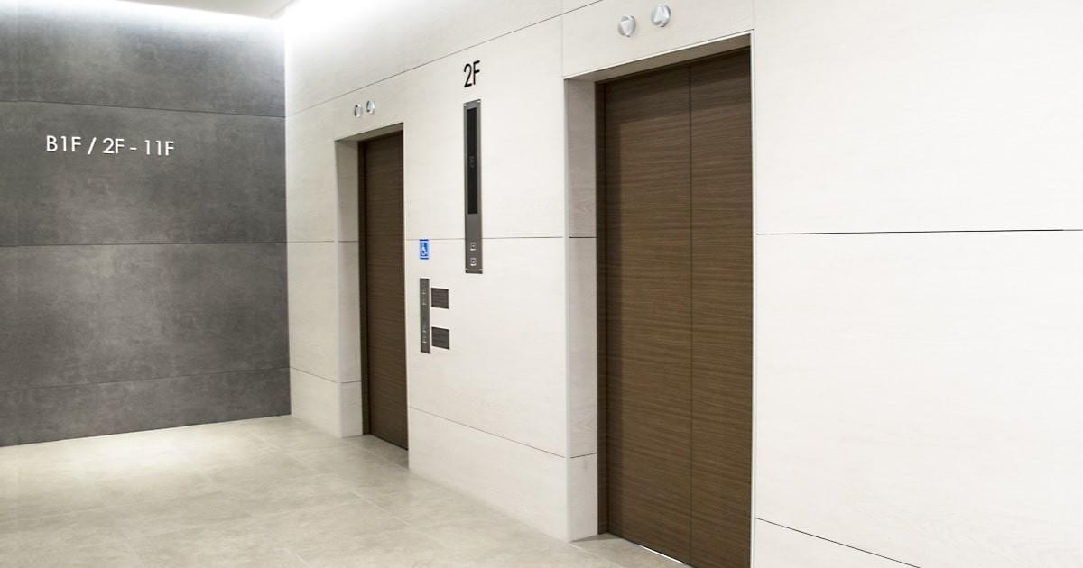 【施工サービス事例】エレベーターの姿見に「エレベーター用ミラー」を設置した事例6選のお写真