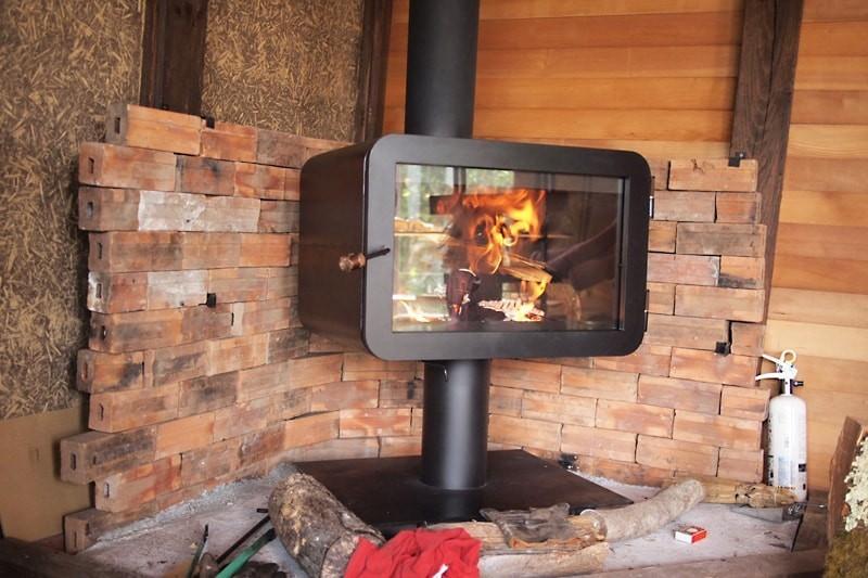 薪ストーブののぞき窓に耐熱ガラス「ファイアライト」を使用した事例-2