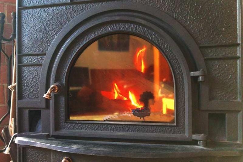 薪ストーブののぞき窓に耐熱ガラス「ファイアライト」を使用した事例-8