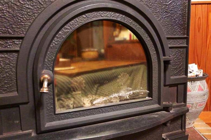 薪ストーブののぞき窓に耐熱ガラス「ファイアライト」を使用した事例-9