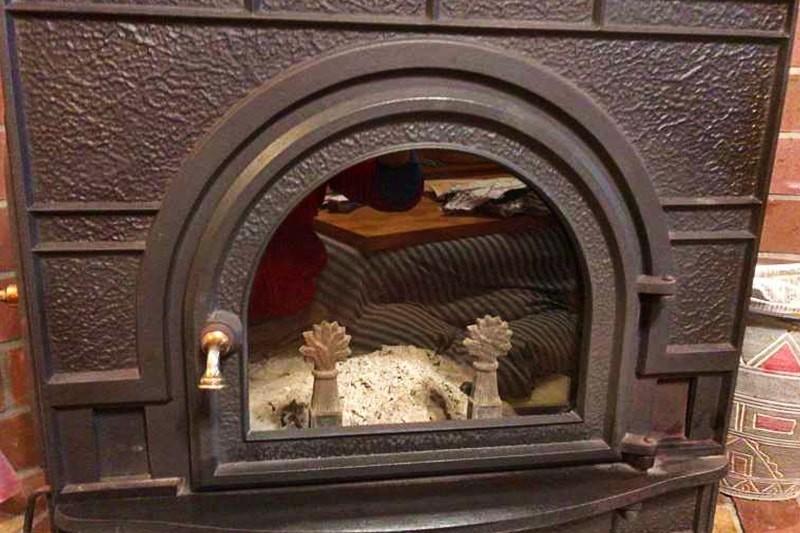 薪ストーブののぞき窓に耐熱ガラス「ファイアライト」を使用した事例-11