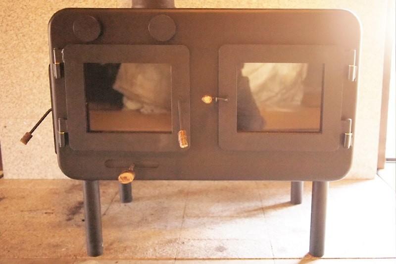 薪ストーブののぞき窓に耐熱ガラス「ファイアライト」を使用した事例-4