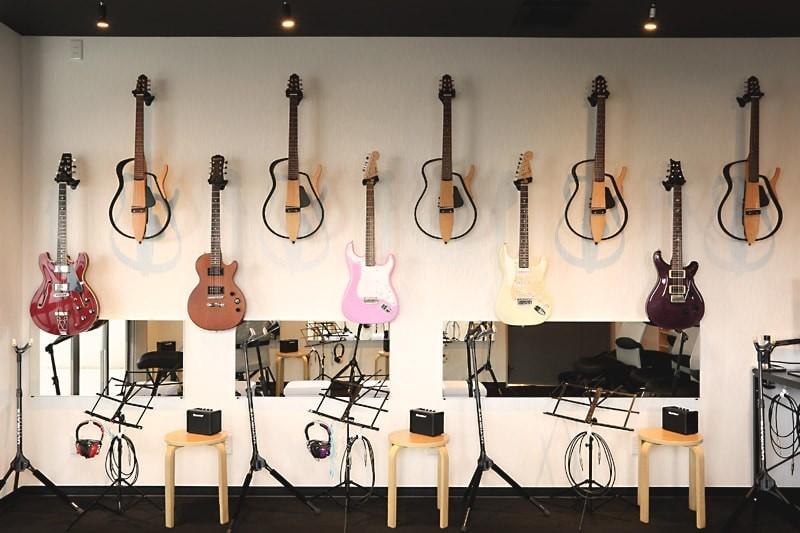 ギター教室の練習用鏡に「パネルミラー」を設置した事例(滋賀県守山市 Mギター教室様)
