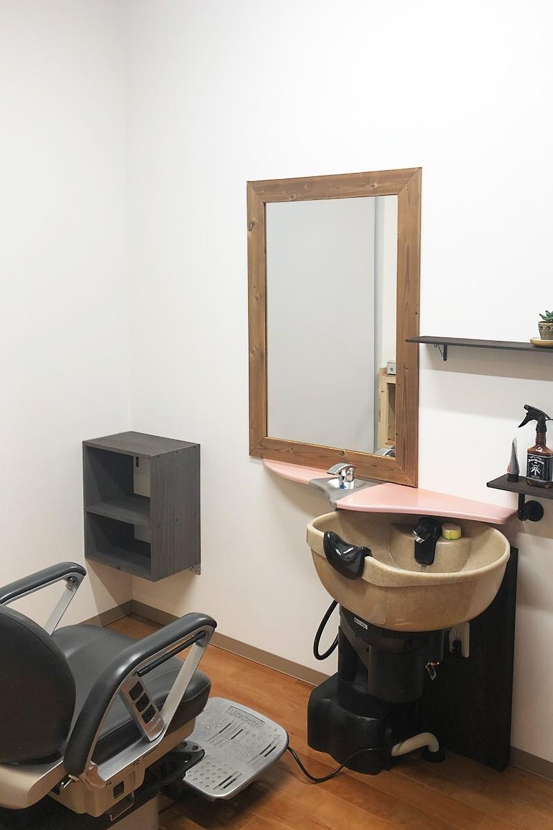 美容室・理容室の鏡に使用した「ブルーカットミラー(高透過ミラー)」-5