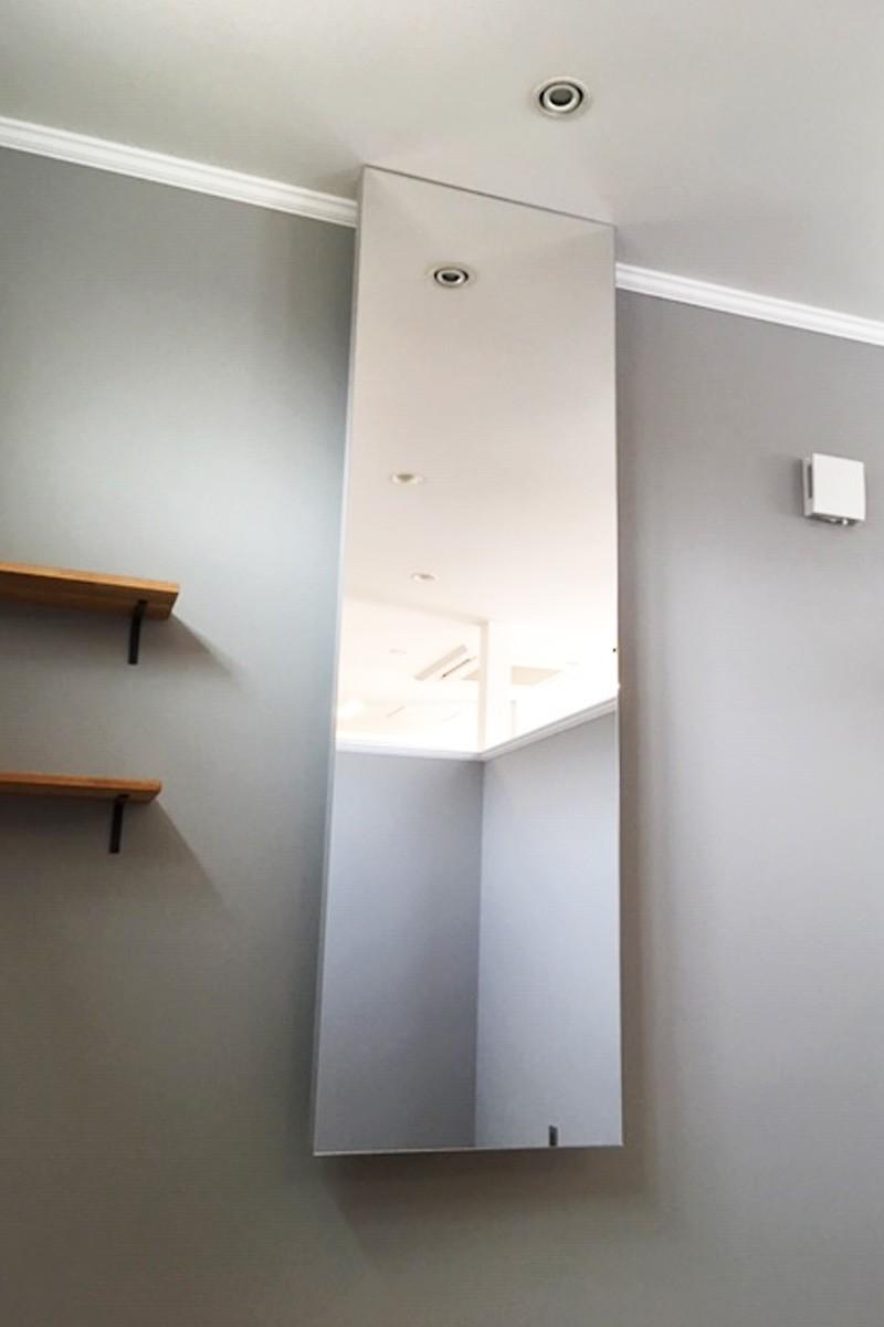 美容室・理容室の鏡に使用した「ブルーカットミラー(高透過ミラー)」-1