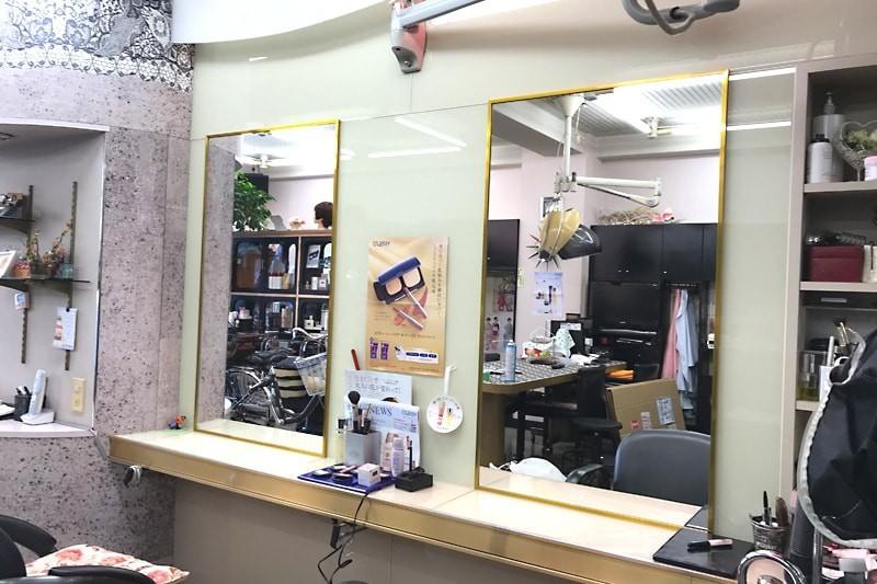 美容室・理容室の鏡に使用した「ブルーカットミラー(高透過ミラー)」-3