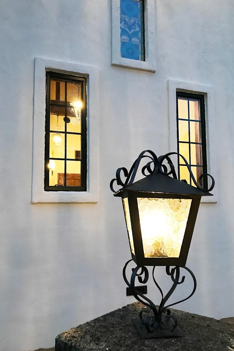 外灯に使用したデザインガラスの「モニュメンタルM」-3