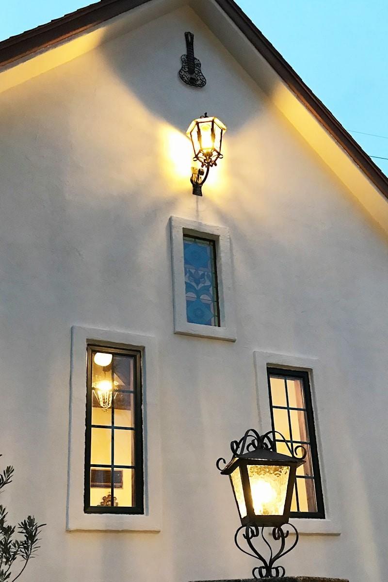 外灯に使用したデザインガラスの「モニュメンタルM」-4