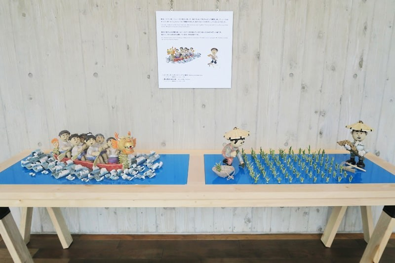 陶芸作品の展示台に使用した「カラーガラス彩」-1