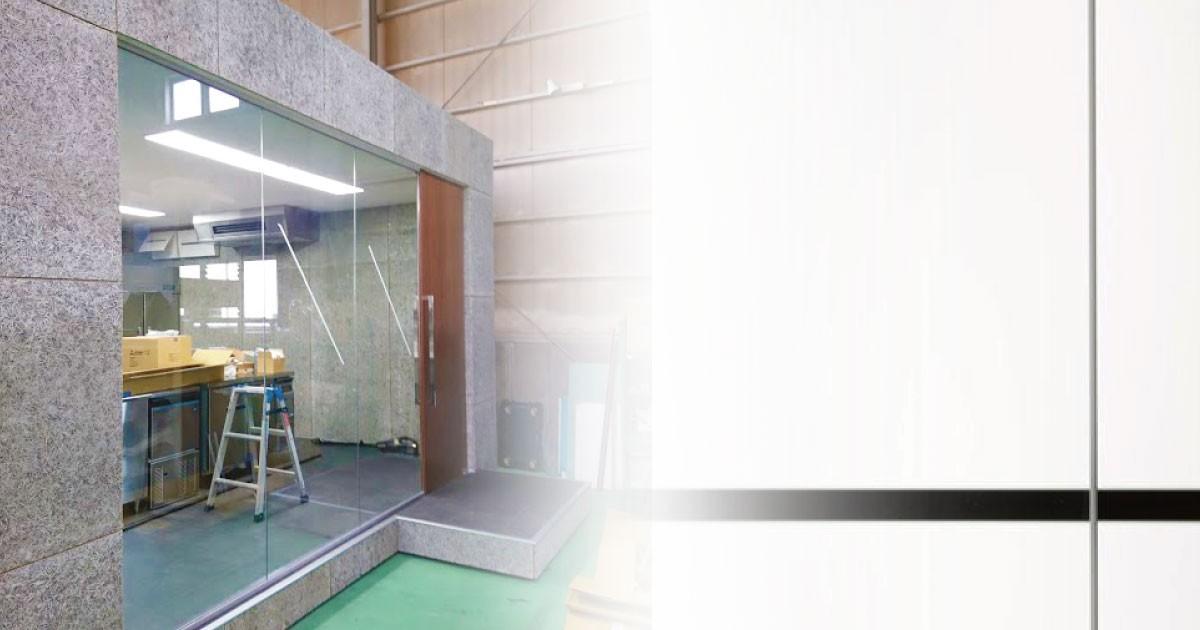 展示ブースの間仕切りに「フロートガラス」を使用した事例(M社様)のお写真