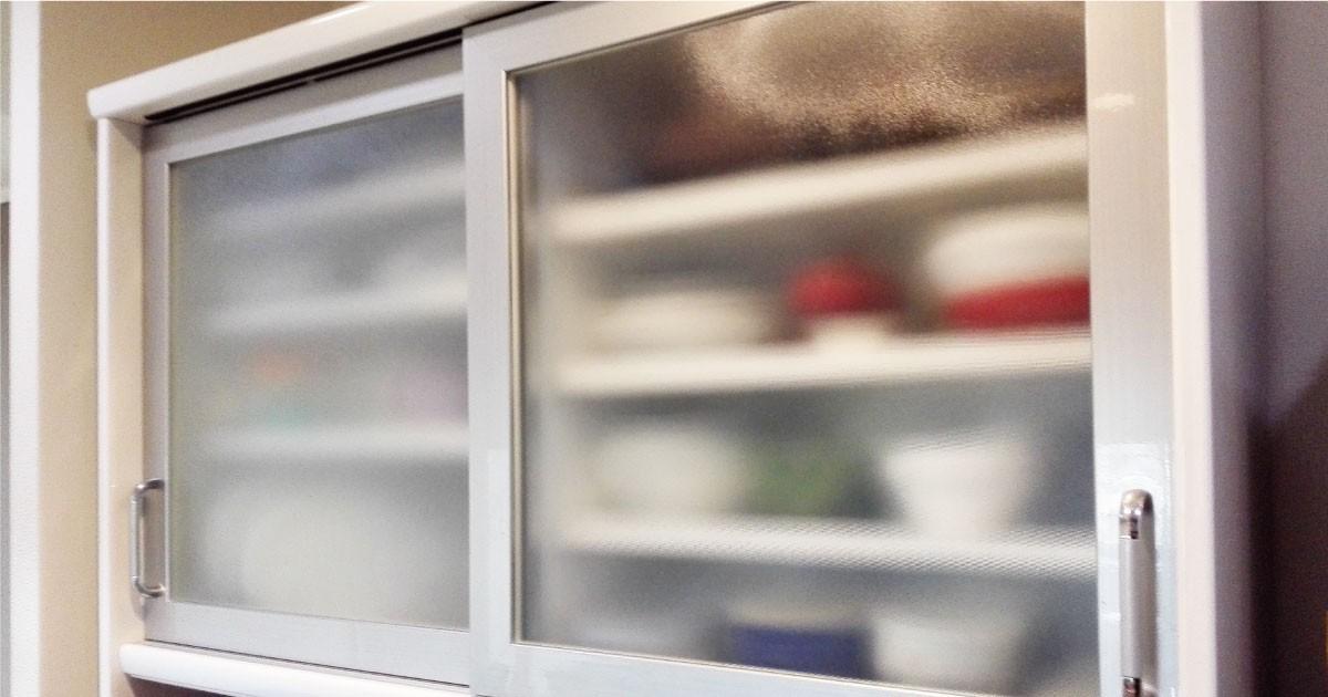 お客様事例 : 食器棚のガラスの割れ替えに「ミストガラス」を使用した事例(兵庫県A様)