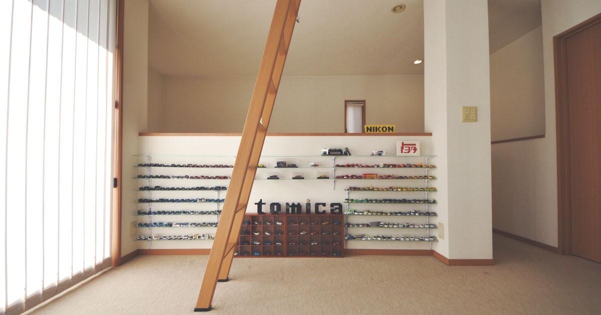 コレクションの展示用に「フロートガラス」の棚板を設置した事例(奈良県E様)のお写真