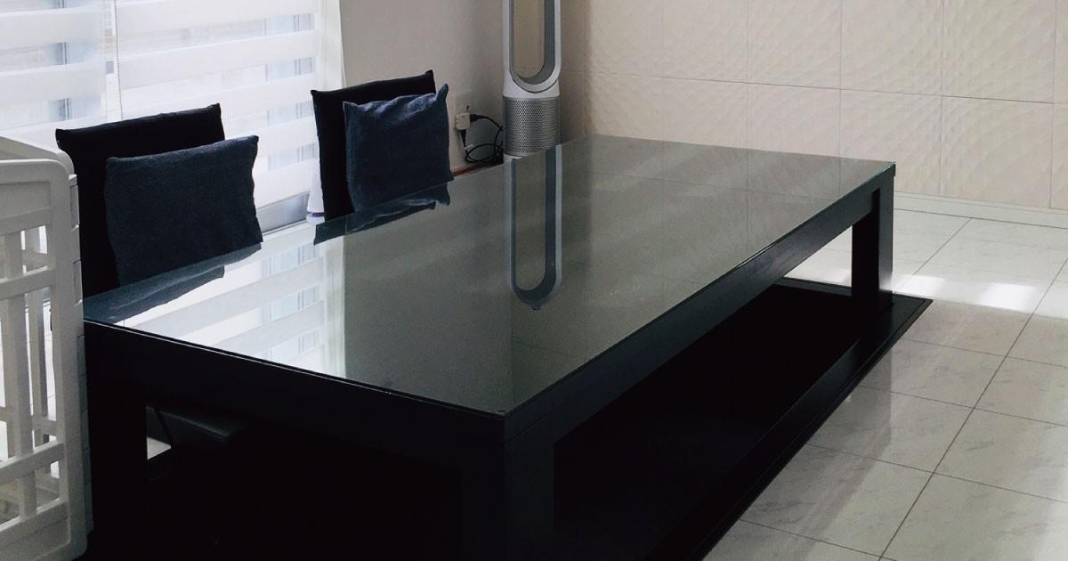 モダンな空間に!掘りごたつのテーブルトップに「強化ガラス」を使用した事例(兵庫県M様)のお写真